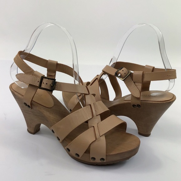 d7eece5bb86 Chloé Tan Leather Wooden Heeled Sandals